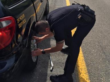 Что сделал полицейский мусульманину прямо на дороге (ФОТО)