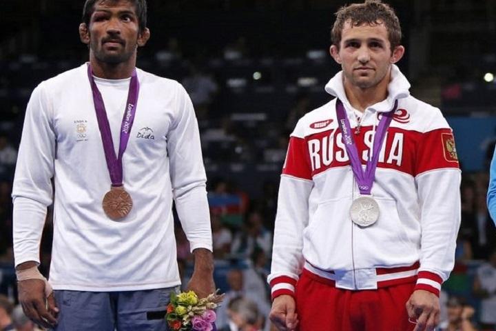 Йогешвар Датт и Бесик Кудухов на Олимпиаде в Лондоне.