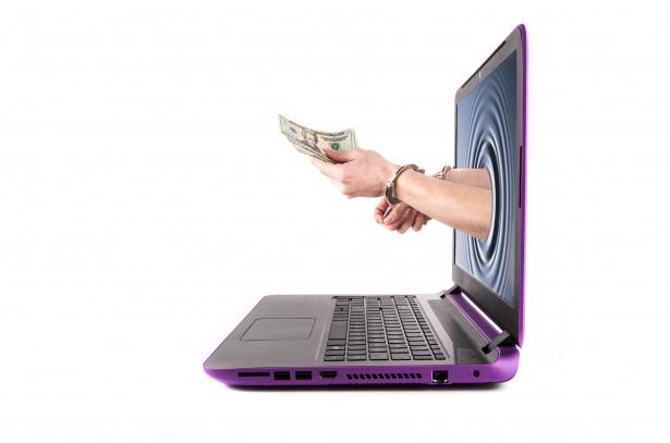 Как выгодно и просто обменять электронную валюту на реальные деньги?