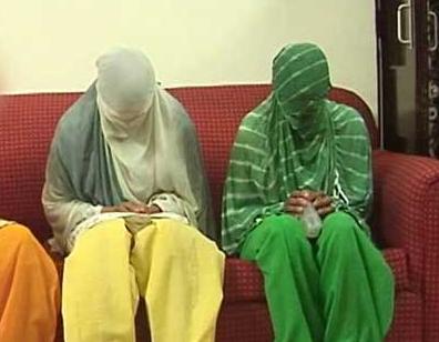 Жертвы изнасилования пережили сильнейшую травму и не открыли лиц перед камерами