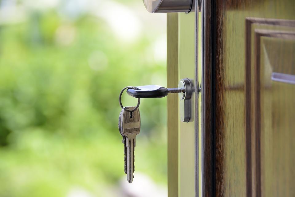 Как открыть входную дверь с поломанным замком?
