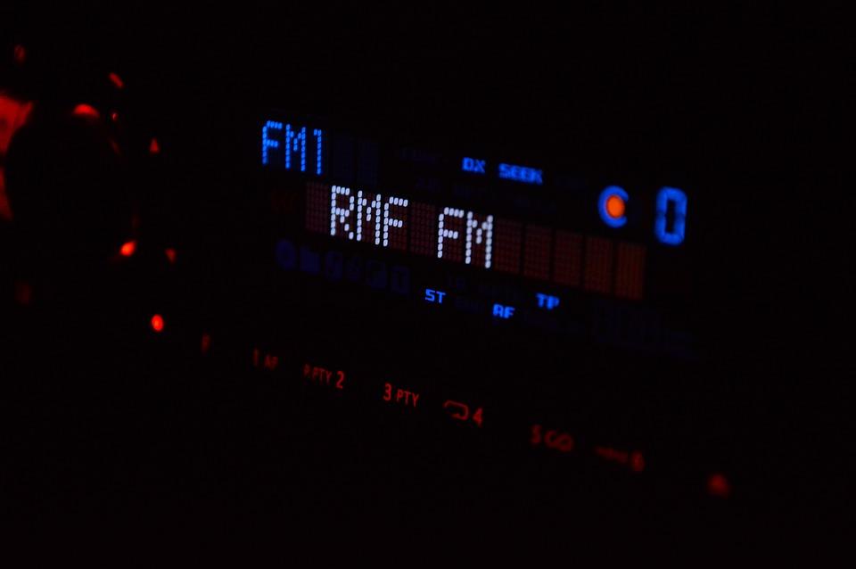 Плюсы использования современной аудиорекламы