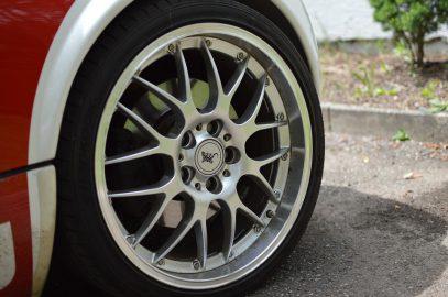 Тонкости выбора автомобильных литых дисков
