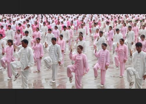 Кадр организованного в Синьцзяне мероприятия