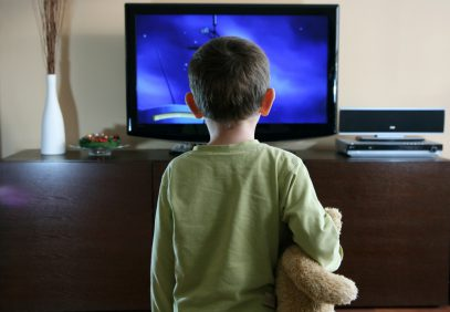 Что происходит с ребенком после 15 минут перед телевизором