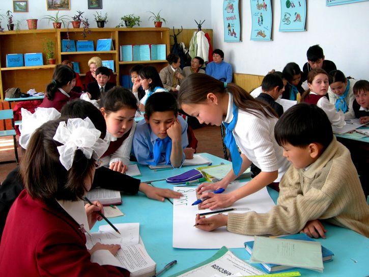 Жилетки и другие составные части школьной формы для девочки