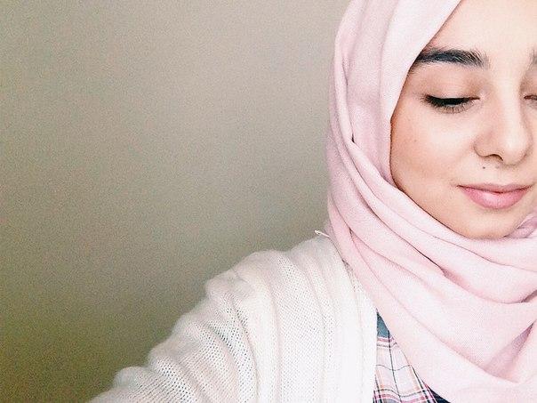 Айдан Мамедова - первая и на данный момент самая известная мусульманка-видеоблогер в России