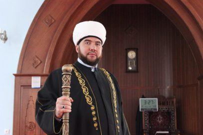 Имам пристыдил тех, кто «слизывает» и «изрыгает»: у татар интима не было и не будет