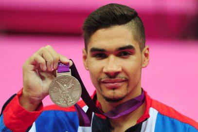 Издевавшийся над исламом олимпийский призер пожертвовал важным ради визита в мечеть