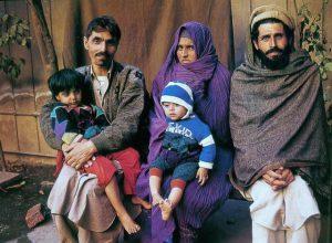 Шарбат Гула с семьей