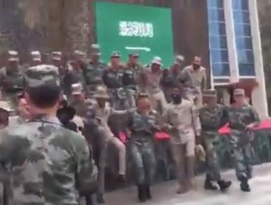 Пляски саудовских солдат с китайскими произвели фурор (ВИДЕО)