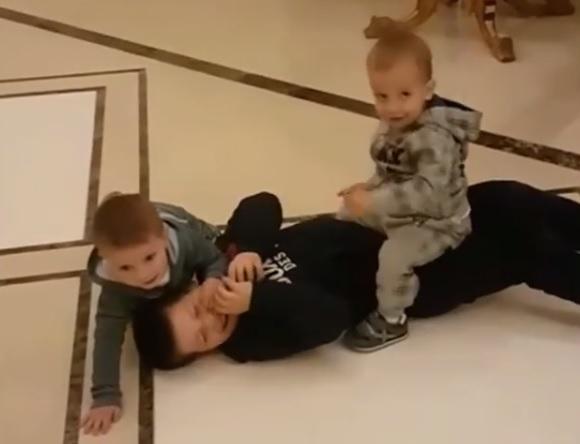 Кадр видео (instagram.com/kadyrov_95)