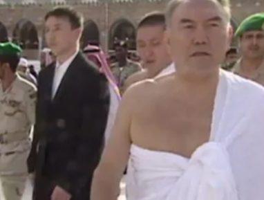 Опубликованы уникальные кадры Назарбаева в Мекке (ВИДЕО)