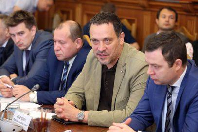 Дагестанские чиновники, собравшиеся для критики Шевченко, стали аплодировать ему (ВИДЕО)