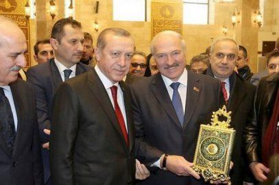 Лукашенко ответил на критику за поцелуй Корана