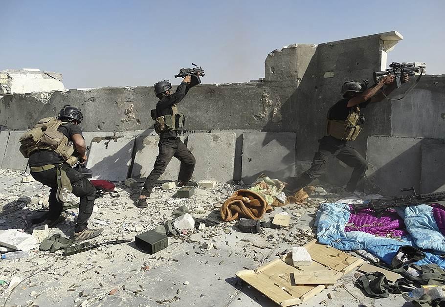 Солдаты иракской армии в засаде в окресностях Мосула