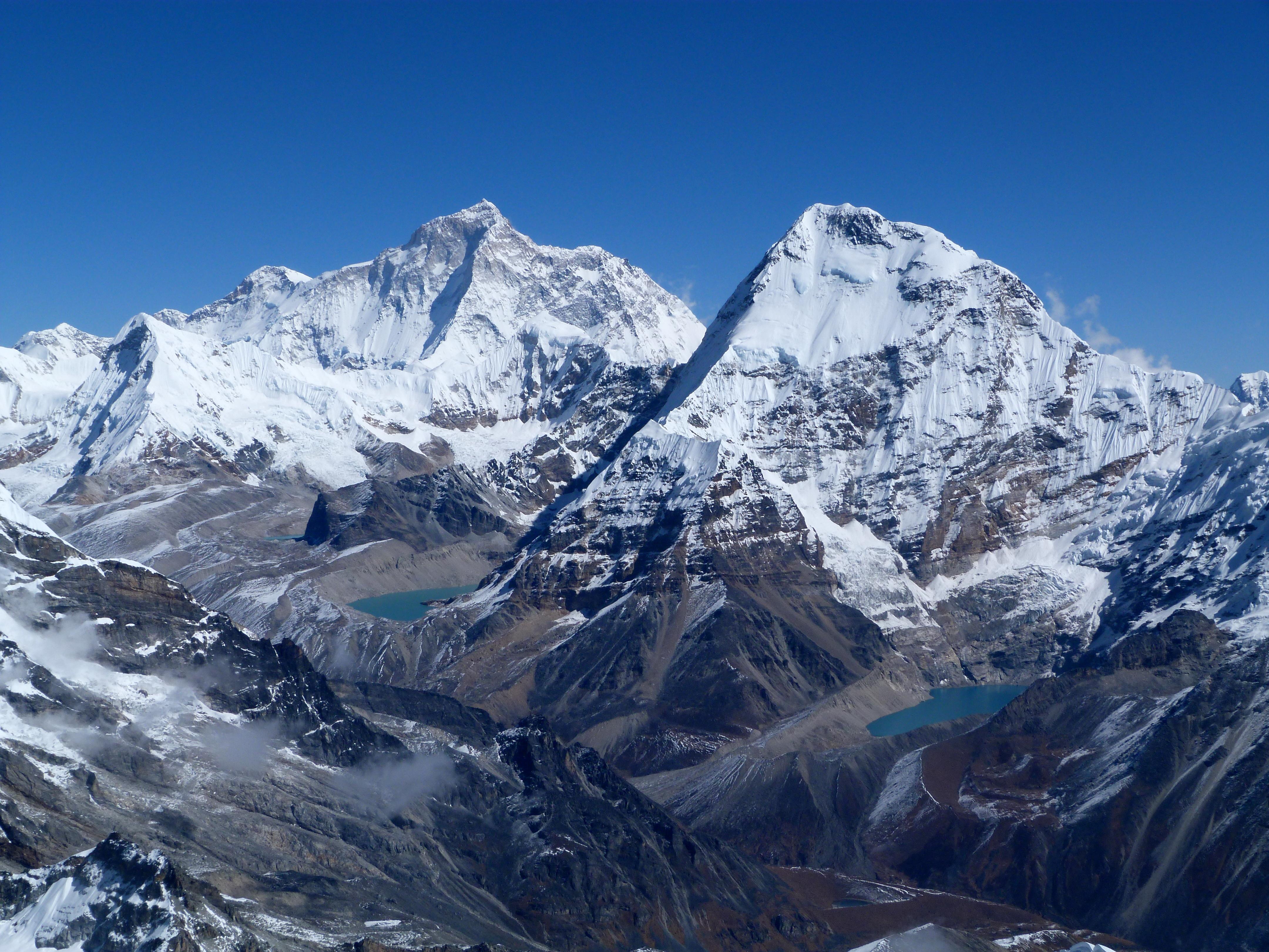 Макалу и Эверест — самые известные горные вершины