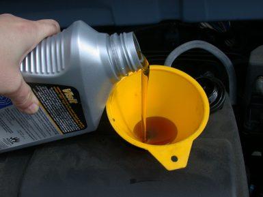 Особенности выбора моторного масла для автомобиля