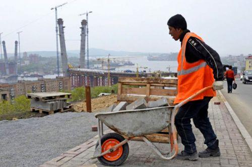Иностранные рабочие становятся легкой добычей мошенников