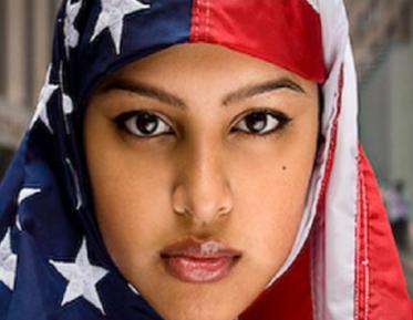 Девушка в хиджабе заслонила грудью исламофоба – от чего?