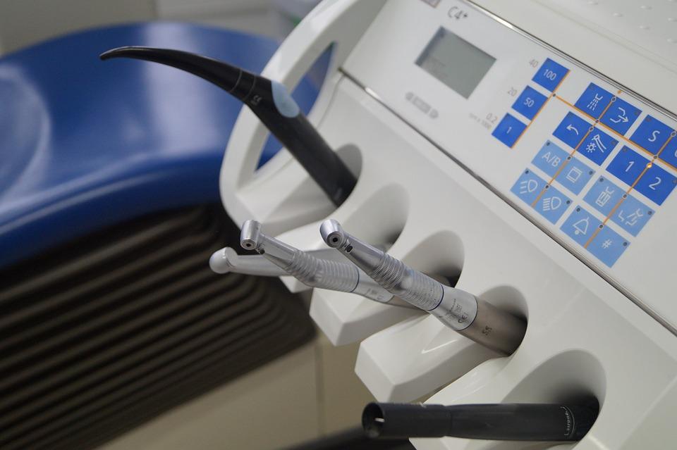 Качественное лечение зубов и услуги по имплантации в центре «Семейная стоматология»
