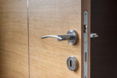 Как выбрать межкомнатные двери правильного оттенка?