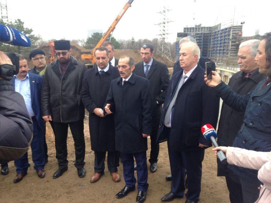 Члены турецкой делагации на месте строительства Соборной мечети в Симферополе