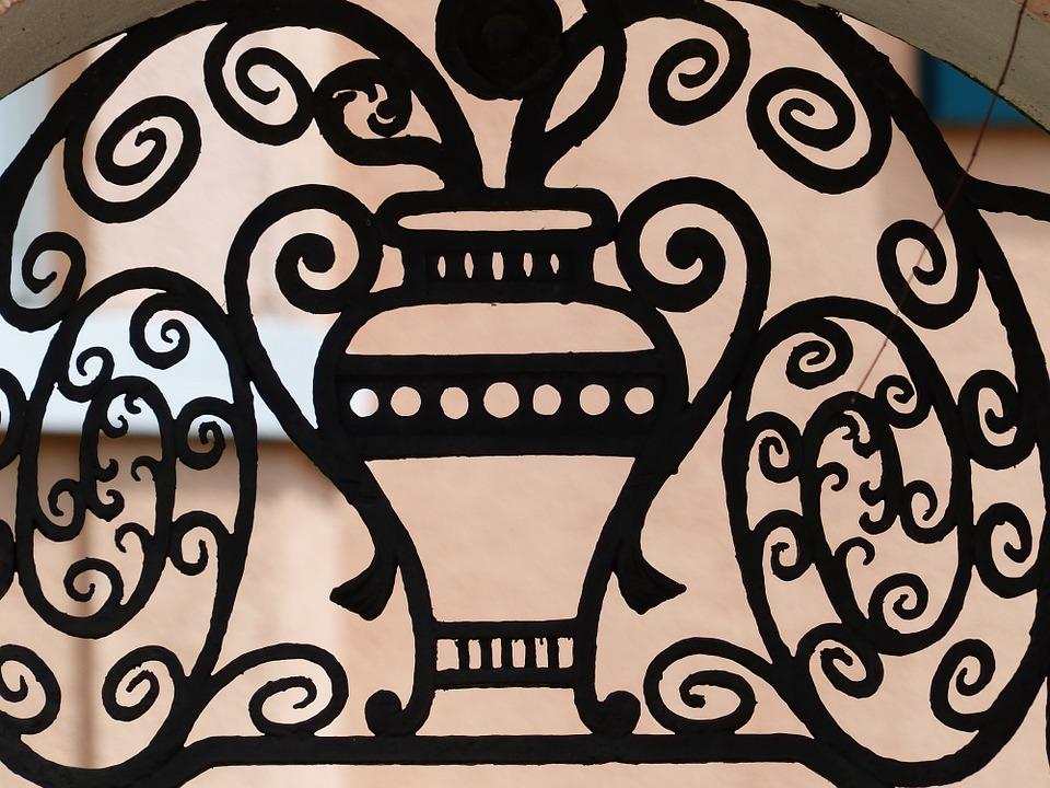 Надежные и эстетичные металлические двери с кованными элементами