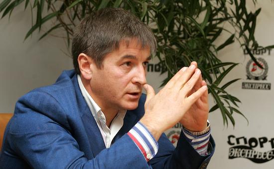 Осману Кадиеву были переданы права нафутбольный клуб «Анжи»