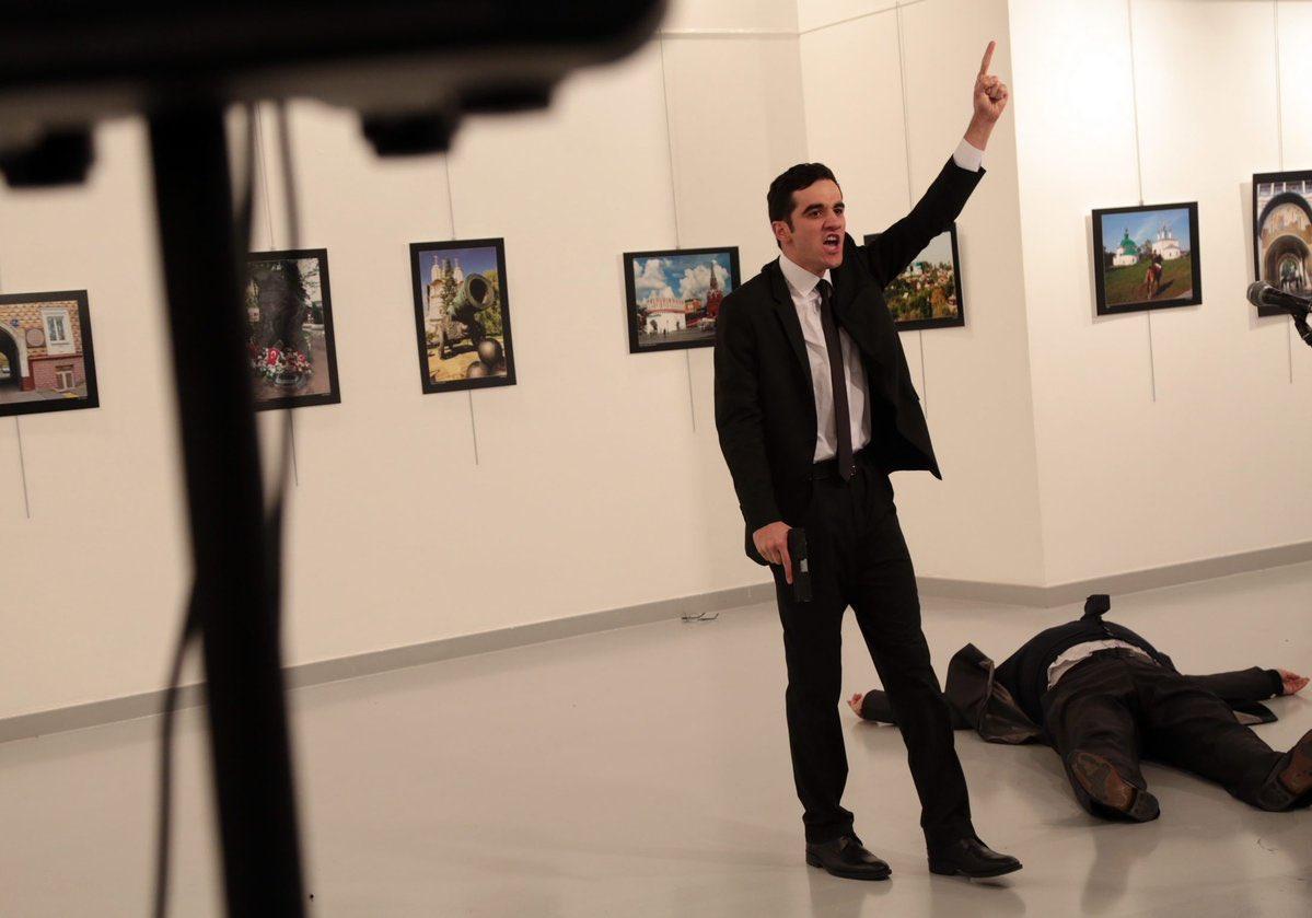 Посла РФ убили нафотовыставке вАнкаре