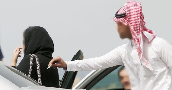 В саудовском обществе посягательством на честь может считаться банальное несоблюдение дистанции