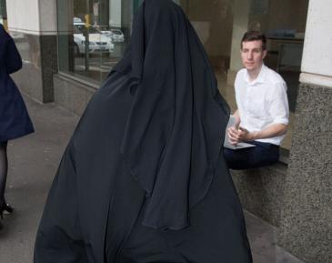 Упертая жена игиловца повергла судью в ступор