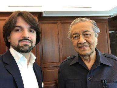 У адвоката Мусаева появился влиятельнейший соратник по защите мусульман Мьянмы