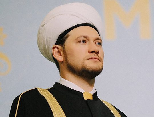 Хазрат ненастоящий? В мусульманской общине поставили вопрос о профпригодности Дамира Мухетдинова