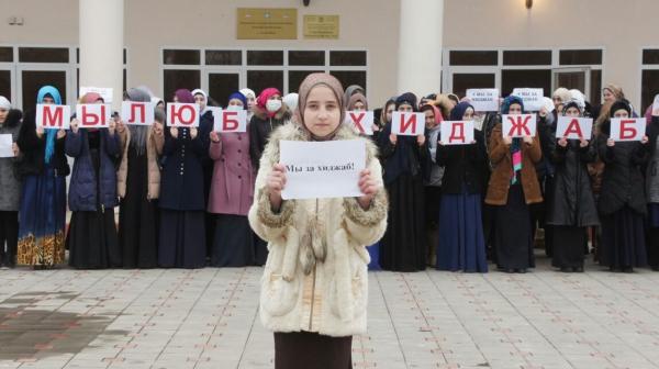 Чеченская молодежь показала Вавильевой свое отношение к хиджабу