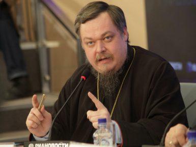 Клирик РПЦ призвал всех одеть в хиджаб