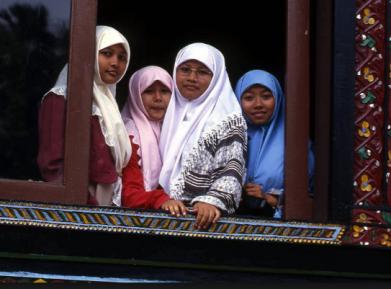 В какой исламской стране царит полный матриархат?