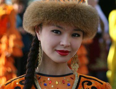 Казахи штурмовали брачное агентство на почве ревности к холостякам из Китая (ВИДЕО)