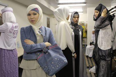 В Казахстане встал вопрос платка у госслужащих