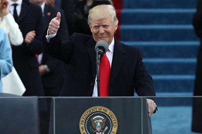 Трамп обещал американцам защиту со стороны Бога и еще много чего