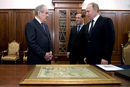 Путин иМедведев подарили Минтимеру Шаймиеву карту древней Тартарии