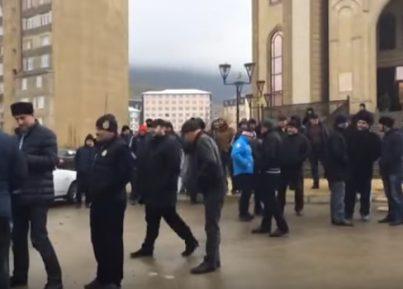 В Махачкале противостояние жителей и представителей мечети достигло апогея