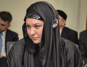 «Неловкий момент»: российская чиновница пришла на работу в черном хиджабе