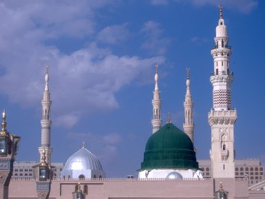 Впервые над мечетью Пророка пронеслась снежная буря (ВИДЕО)
