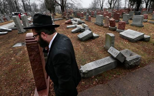 Вандалы повредили 100 надгробий наеврейском кладбище вМиссури