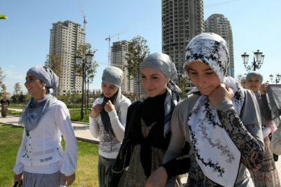 «Кошмар для директора»-2: все ученицы явились в школу в хиджабах