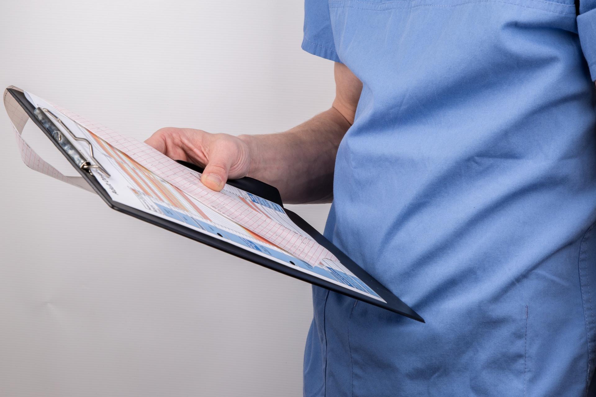 Когда необходимо записываться на прием к врачу-урологу?