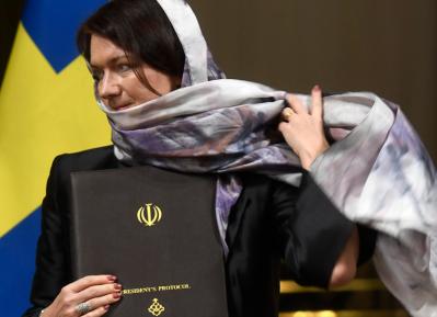 Хиджаб на голове министра разгневал… иранцев