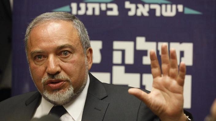 Министр обороны Израиля похвалил добившего обезоруженного палестинца военного