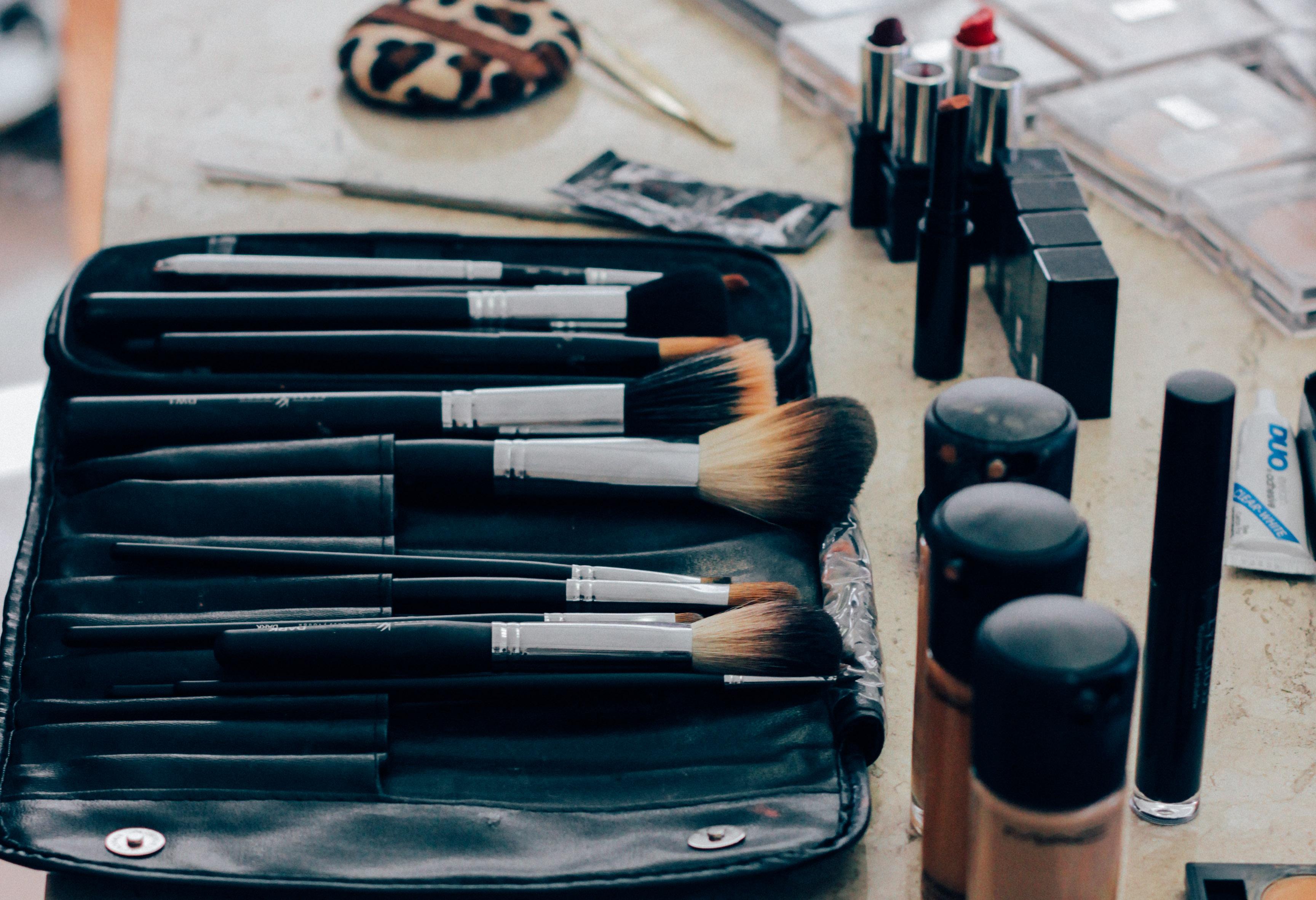 Особенности выбора курсов по макияжу